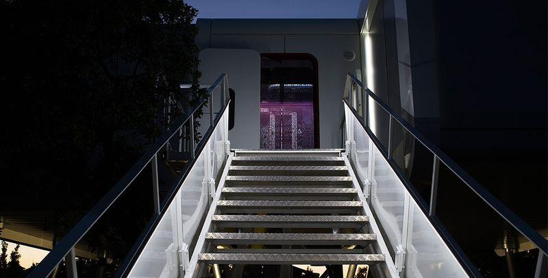 escalier entrée - Spaceship Home par Noem Spaceship - Madrid, Espagne