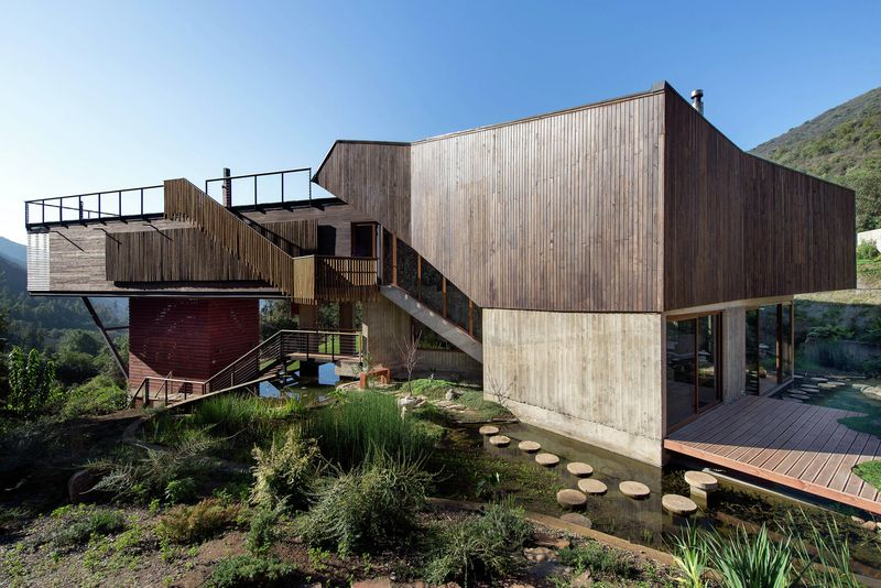 façade jardin & cours d'eau - El-Maqui-House par GITC arquitectura - Valparaison, Chili
