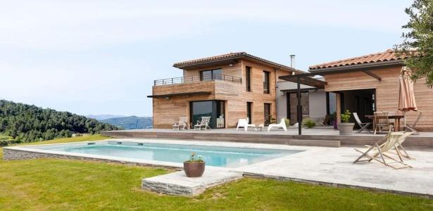 Villa contemporaine en bois par damien carreres lyon for Villa contemporaine interieur