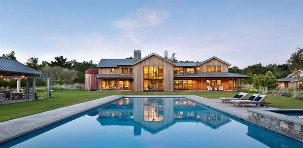 maison originale en bois avec belle piscine et jardin. Black Bedroom Furniture Sets. Home Design Ideas