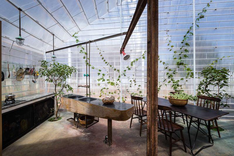 R novation d une maison avec recouvrement par enveloppe transparente au vietnam construire - Renovation escalier par recouvrement ...