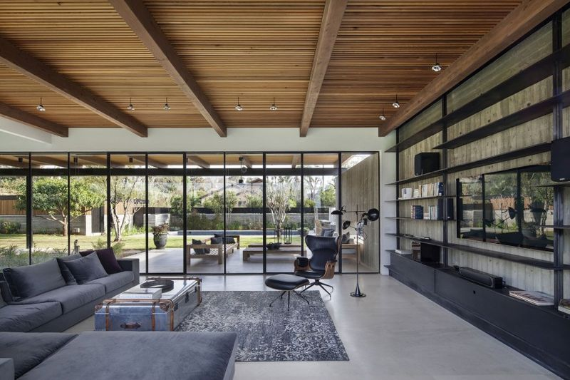 salon & grande baie vitrée - NS-Residence par Blatman Cohen Architects - Netanya, Israël