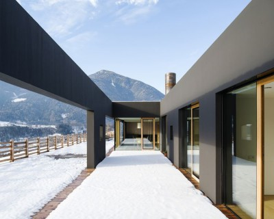terrasse bois étage hiver - Structure-Slope par Bergmeister Wolf Architekten - Bozen, Italie