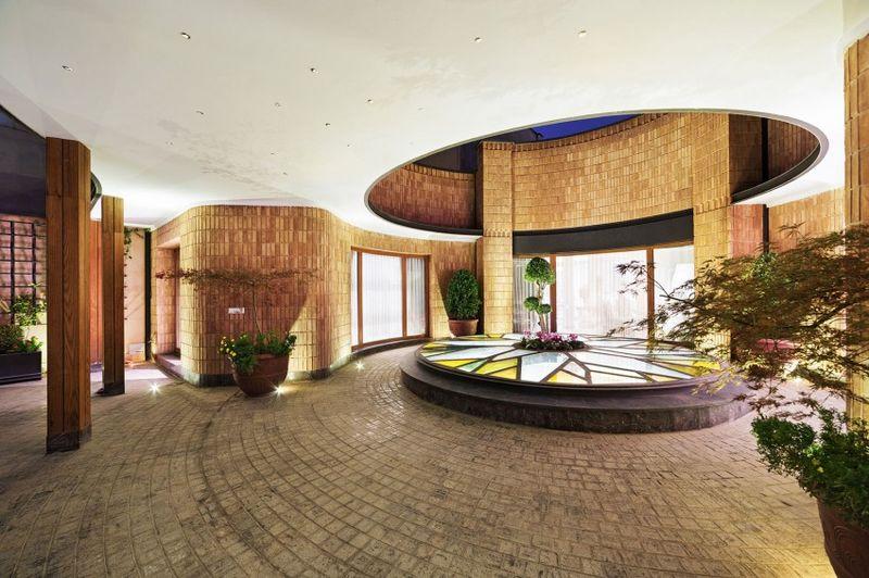 terrasse intérieue briques - Kaveh-House par Pargar Architecture and Design Studio - Téhéran, Iran