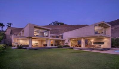 une-House-Hillside-par-Benavides-&-Watmough-arquitectos