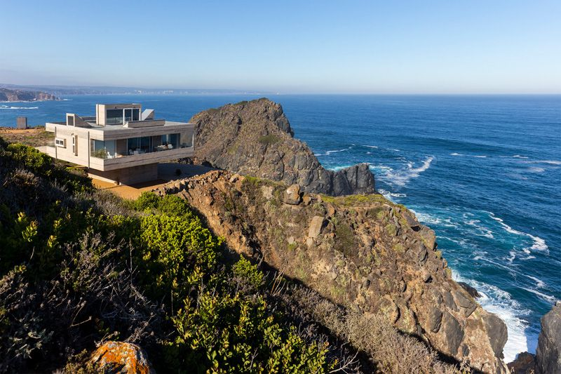 Superbe maison surplombant une falaise sur l'Océan Pacifique au ...