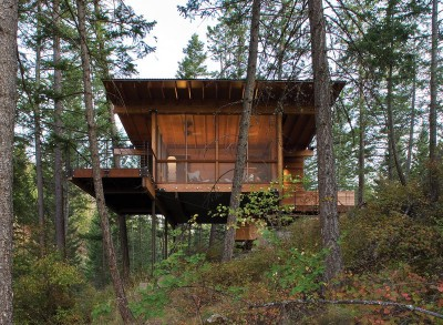 vue piliers métalliques - Cabin-Flathead-Lake par Anderson Wise Architects - Montana, USA