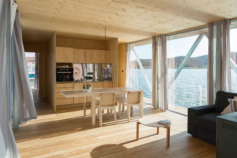 petite pièce de vie - floating-house par Friday - Portugal