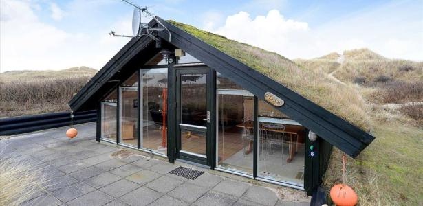Chalet bois contemporain avec toiture v g talis e au danemark construire te - Chalet contemporain en bois ...