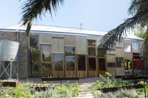 Maison Entièrement Rénovée Avec Un Magnifique Jardin En Afrique Du Sud
