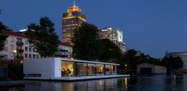 Maison flottante sur le fleuve amstel aux pays bas - Villa nefkens wageningen aux pays bas ...