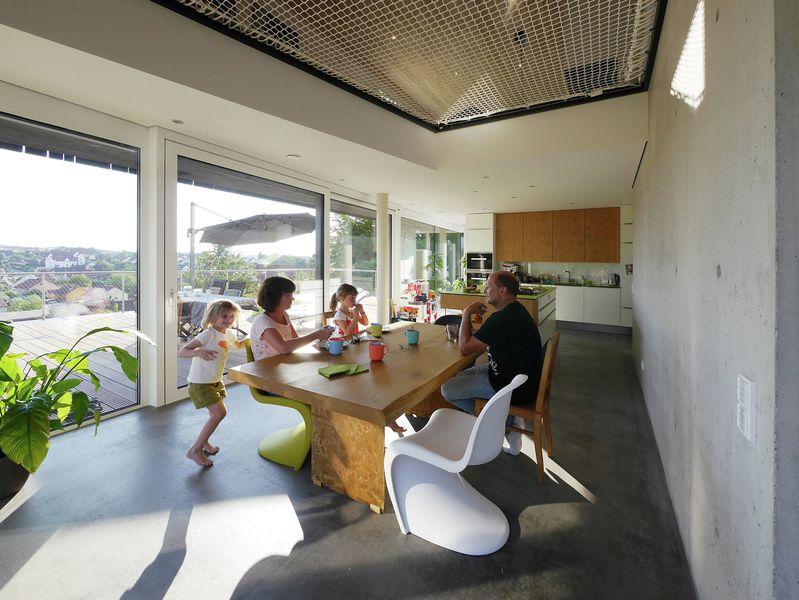 salle séjour & cuisine - House-Wilhermsdorf par René Rissland - Wilhermsdorf, Allemagne