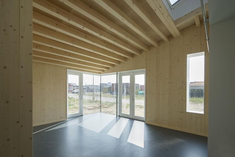 salon vide - Biobased-Living-Concept par DDacha - Pays-Bas