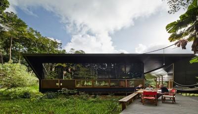 Une-house-tropical-par-m3architecture