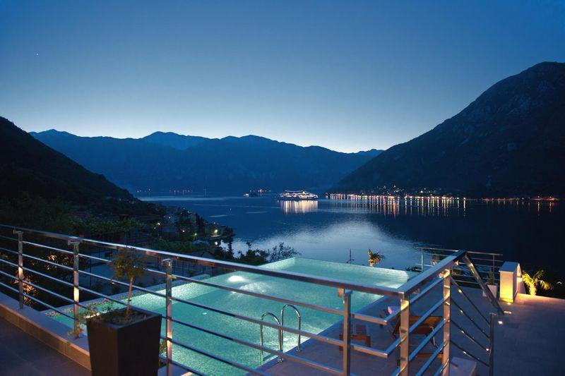 balcon & vue panoramique paysage nuit - Vila-Stoliv par Enforma Architectural Studio - Montenegro