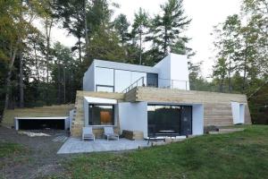 Bois Béton Et Modernité Pour Cette Maison Bordant Un Lac Américain