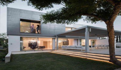 Aluminum-Home-par-Studio-de-Lange-Kfar-Shmaryahu-Israël
