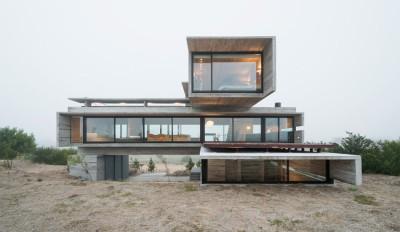 Une-House-three-forms-par-Luciano-Kruk
