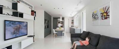 salon & îlot central de cuisine - Aluminum-Home par Studio-de-Lange - Kfar-Shmaryahu, Israël