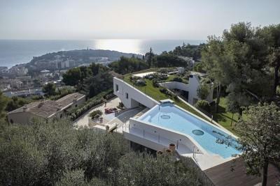 vue panoramique toiture végétalisée et piscine toit - Villa-La-Madone par A2cm - France