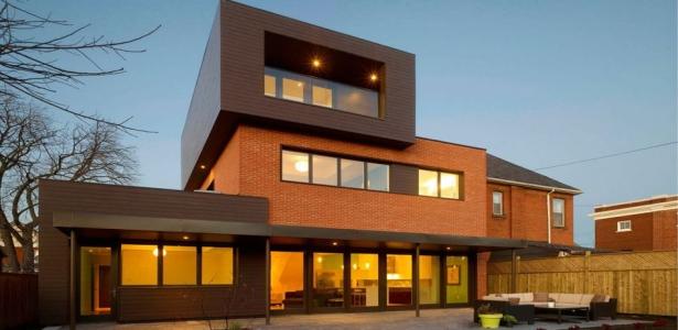 transformation radicale d 39 une maison traditionnelle canadienne construire tendance. Black Bedroom Furniture Sets. Home Design Ideas