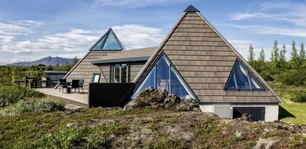 Superbe maison de vacances avec son toit en pyramide en islande construire tendance - Maison de vacances islande ...