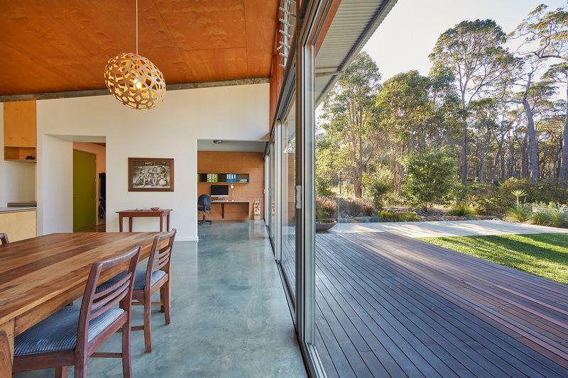 salle séjour & façade terrasse - Bush-House par Archterra Architects - Margaret River, Australie