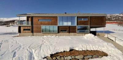 Une-Cozy-Wooden-Cottage-par-JVA-Oppdal-Norvege-615x300
