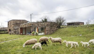 House-Without-Windows par Cubus - Lugo, Espagne