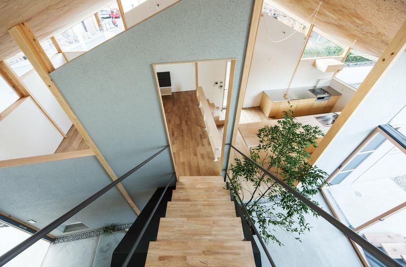 escalier bois - Eaves-House par Y Plus M Design - Kyoto, Japon