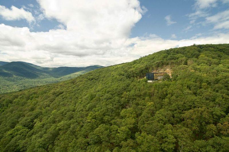 site parsemé d'arbres et vue panoramique - Shokan-House par Jay Bargmann  - New York, USA