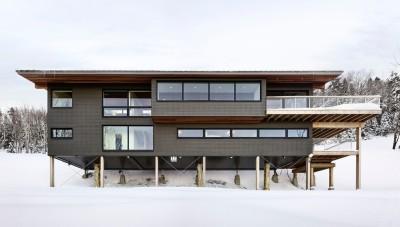 Chalet de ski laurentien par RobitailleCurtis - Saint-Donat-de-Montcalm, Canada