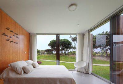 Chambre & grande baie vitrée - spiral-stairs-home par Jorge Marsino Prado - Pérou