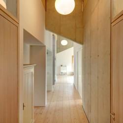 Couloir bois - Rauchkuchl par VonMeierMohr Architekten - Schliersee, Allemagne