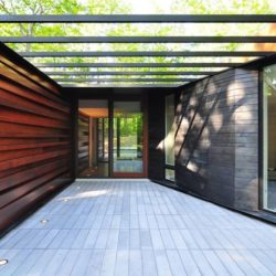 Entrée vitrée - Pleated-House par Johnsen-Schmaling - Wisconsin, USA