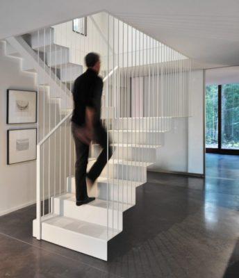 Esaclier accès étage supérieur - Pleated-House par Johnsen-Schmaling - Wisconsin, USA