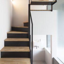 Escalier accès étage - Nest par Apollo-Architects - Nagoya, Japon