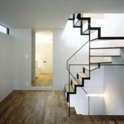Escalier accès étage supérieur - Nest par Apollo-Architects - Nagoya, Japon