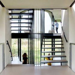 Escalier accès niveau supérieur - Eco-Friendly-Home par UN Studio - Hollande