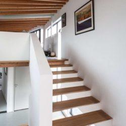 Escalier bois accès étage - Twin-Blade par NIO Architecten - Amsterdam, Hollande