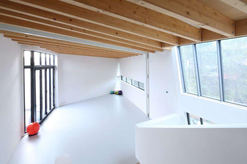 Espace étage supérieur & baie vitrée - Twin-Blade par NIO Architecten - Amsterdam, Hollande