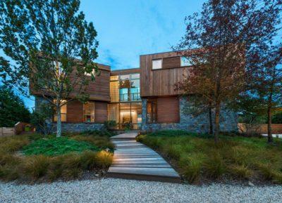 Façade jardin - wood-stone-house par Blaze Makoid - New York, USA
