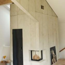 Façade plafond bois pièce murale béton - Rauchkuchl par VonMeierMohr Architekten - Schliersee, Allemagne