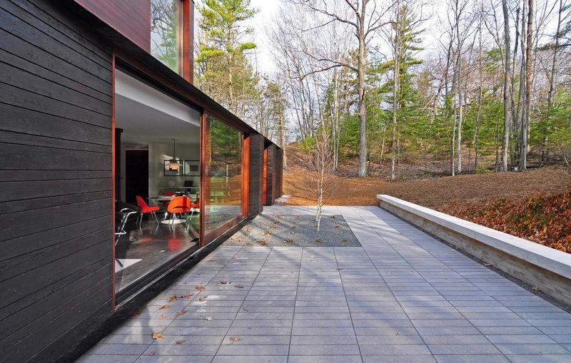 Façade terrasse & grande baie vitrée - Pleated-House par Johnsen-Schmaling - Wisconsin, USA