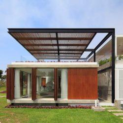 Façade vitrée & vue terrasse toit - spiral-stairs-home par Jorge Marsino Prado - Pérou