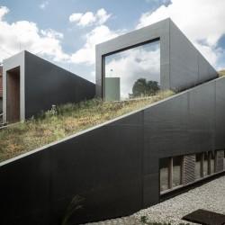 Partie basse & ouvertures vitrées - wedge-shaped-house par Architectes Oyo, Belgique