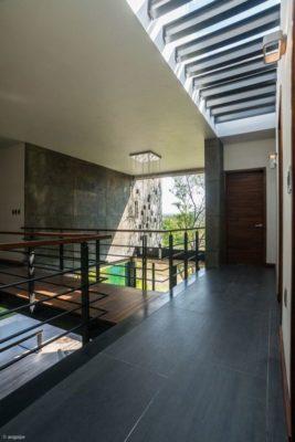 Passerelle & Couloir intérieur - Casa-Arbo par Maria Di Frenna Müller - Colima, Mexique