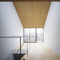 Pièce étage supérieur - Nest par Apollo-Architects - Nagoya, Japon