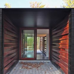Portes vitrées entrée - Pleated-House par Johnsen-Schmaling - Wisconsin, USA