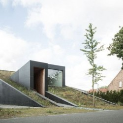 Route accès - wedge-shaped-house par Architectes Oyo, Belgique